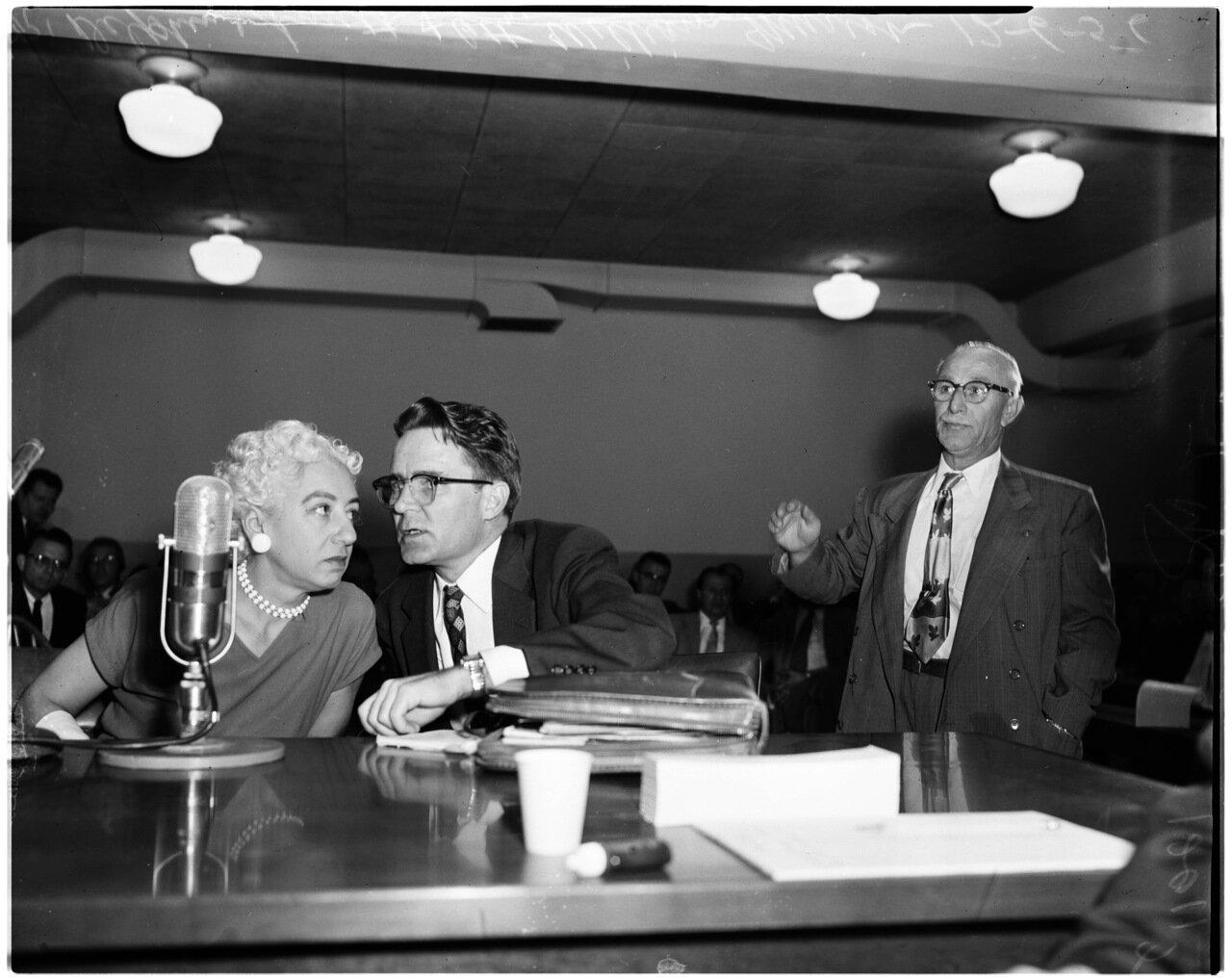 1956. 6 декабря. Комиссия по расследованию антиамериканской деятельности. Дельфина Смит, адвокат Мюриш, Стивен Уорд