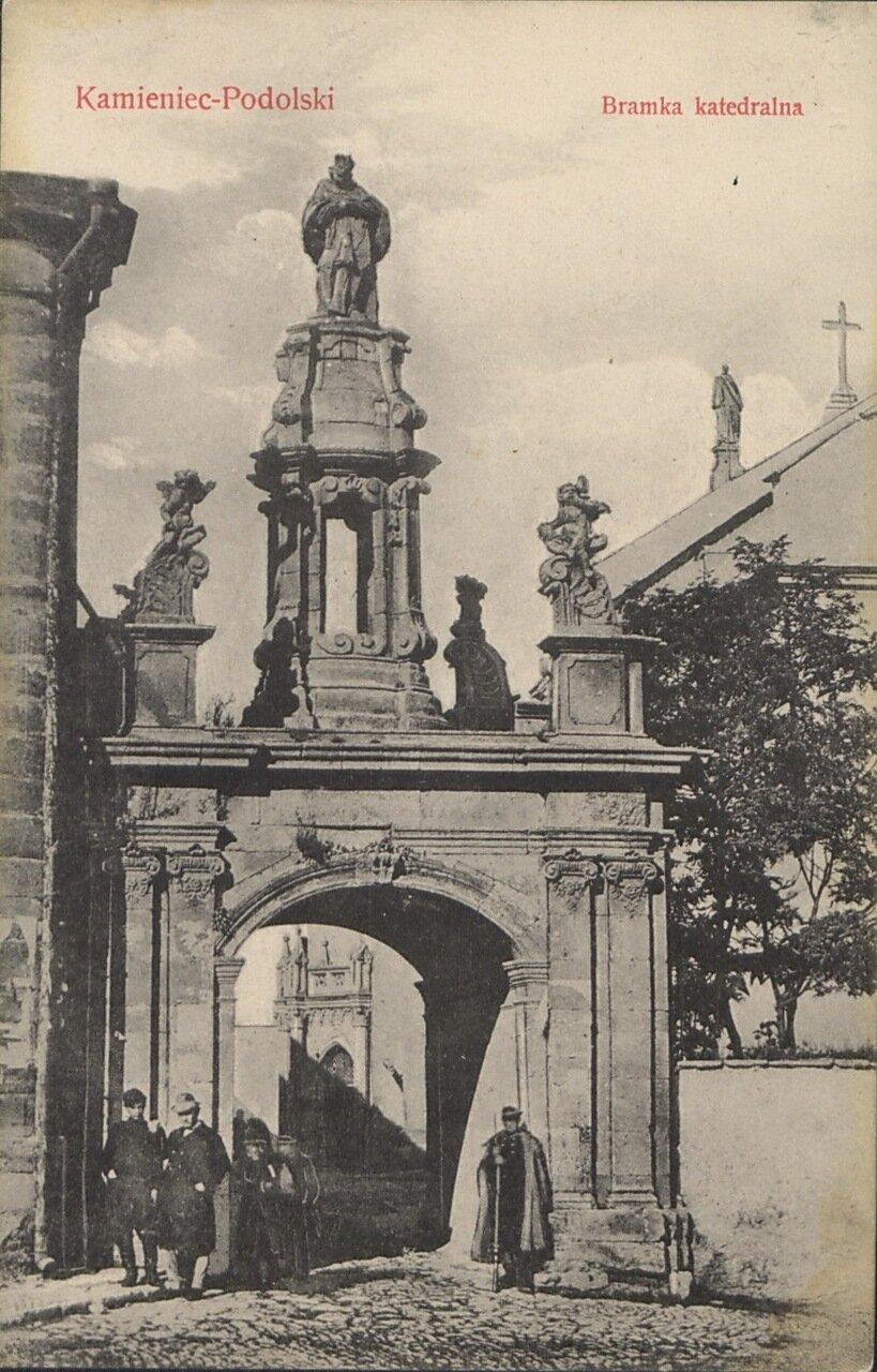 Кафедральные ворота