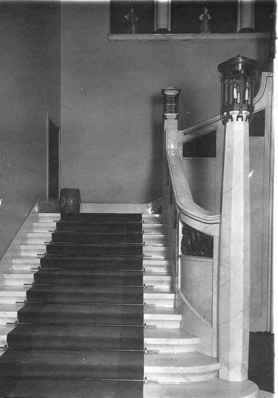 02. Парадная лестница