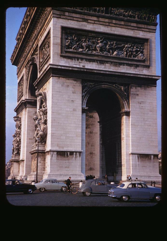 Триумфальная арка, вид с бульваров Виктора Гюго и Клебер