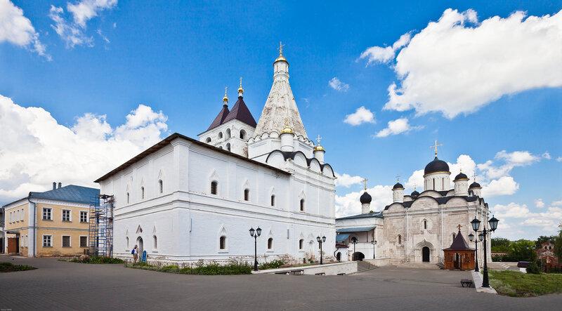Общий вид храмов Введенского монастыря