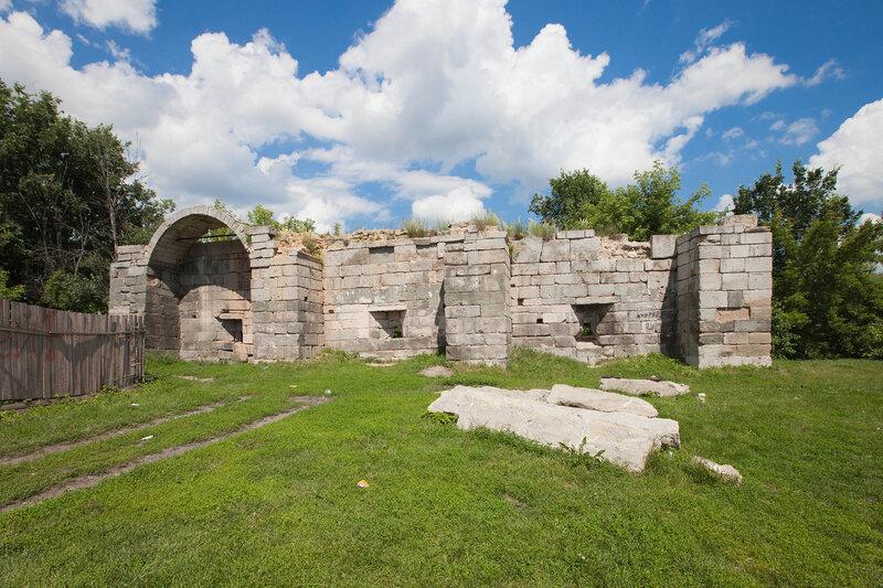 Остатки крепостных стен Серпуховского кремля