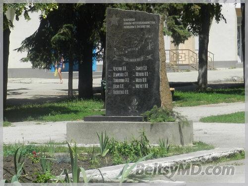 У памятника воинам-афганцам в Бельцах навели порядок
