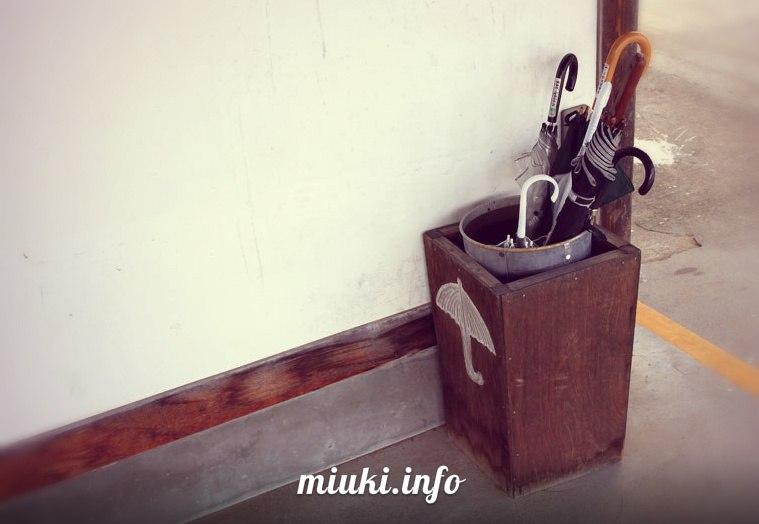 Япония. Тапочки и зонтики