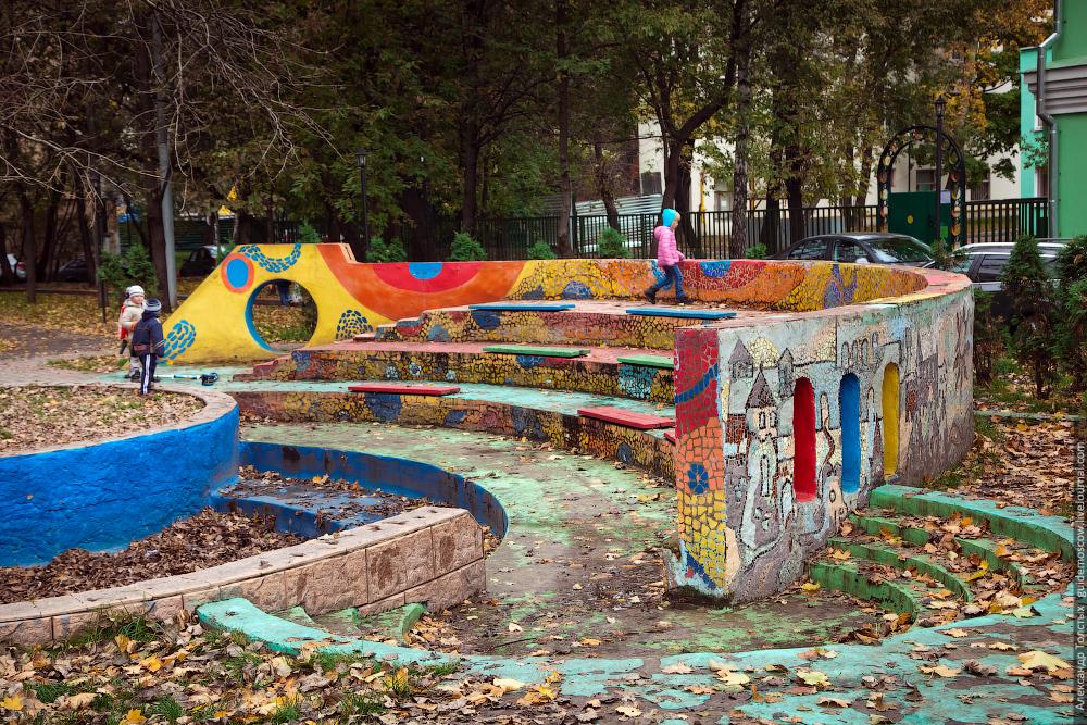 Двор, ул. Новоалексеевская, д. 18
