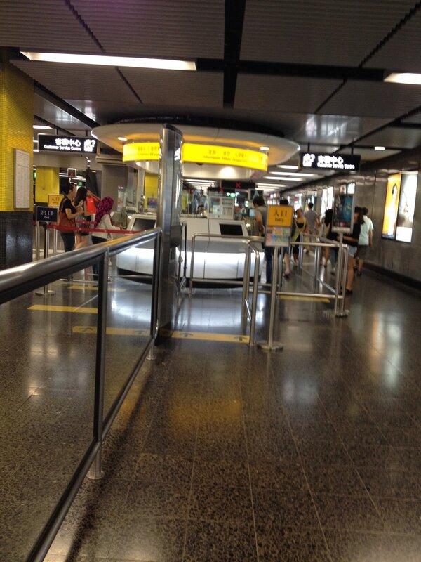 В гонконгском метро можно купить карту Octopus