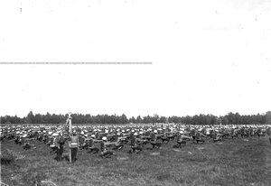 Солдаты полка во время гимнастических упражнений.