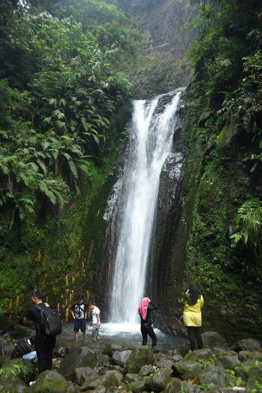Двухцветный водопад