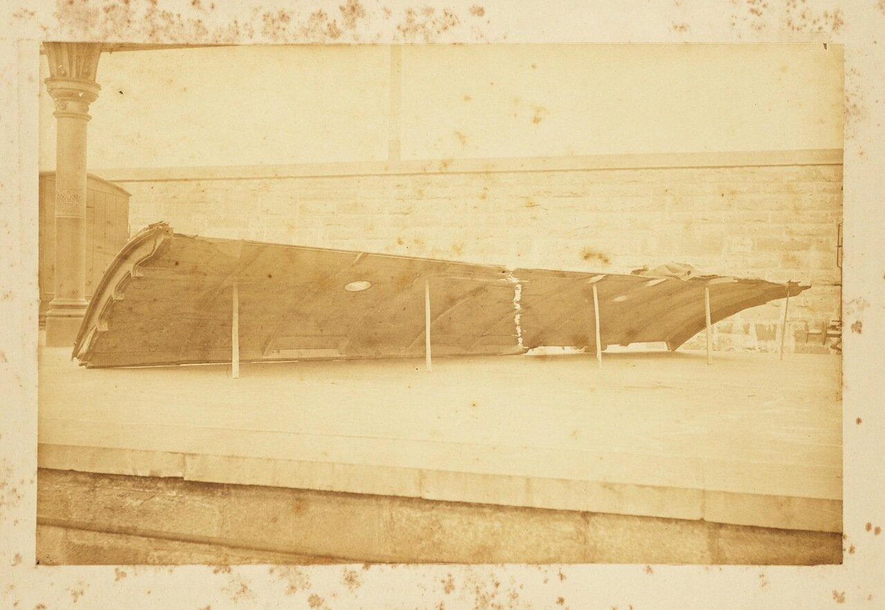 Останки разрушенного вагона
