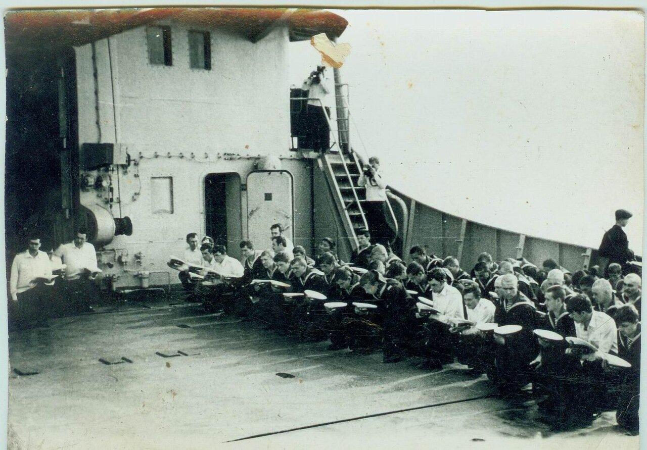 Похороны моряка на палубе. Эфиопия. 1978