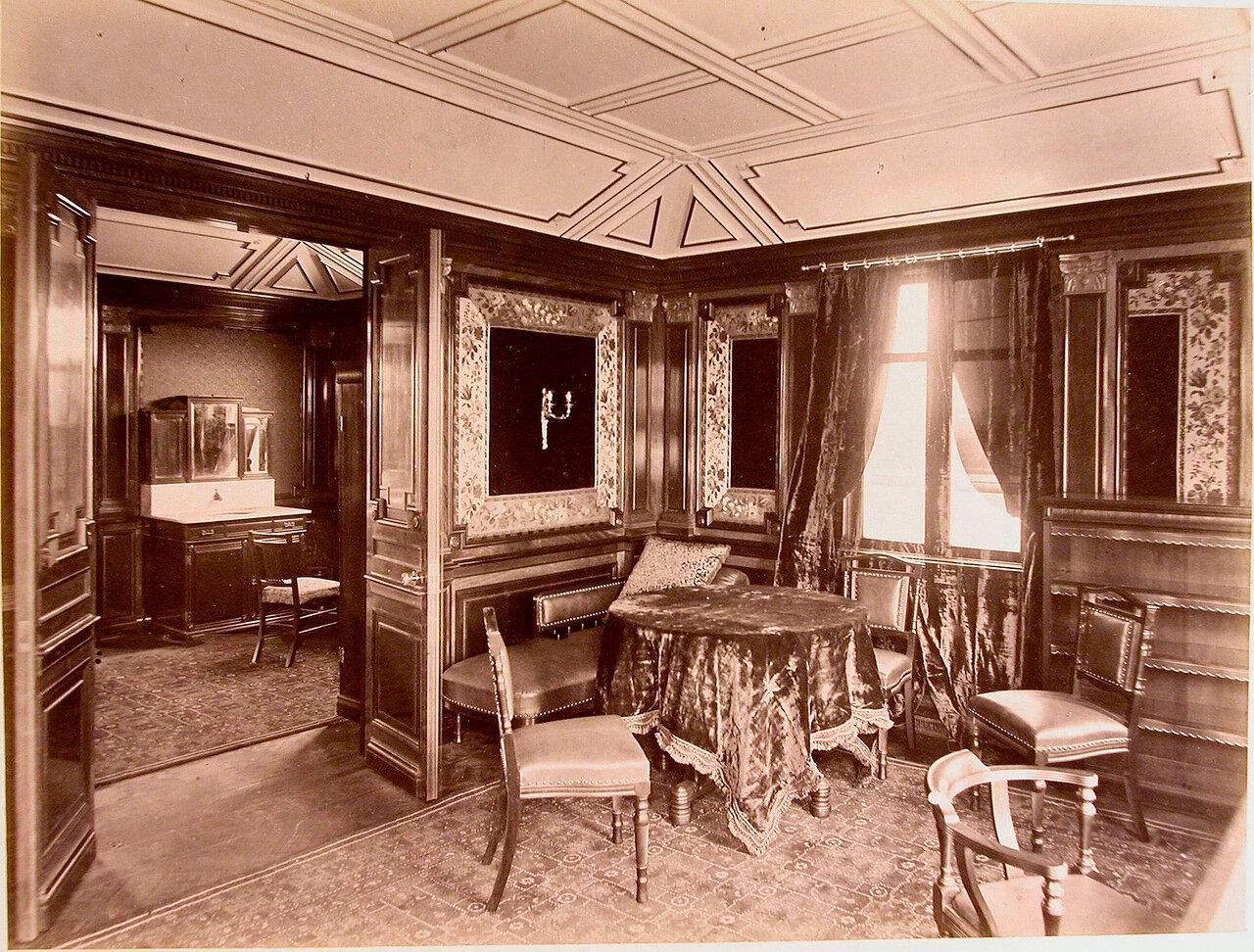 12. Вид части кабинета на яхте «Ливадия»