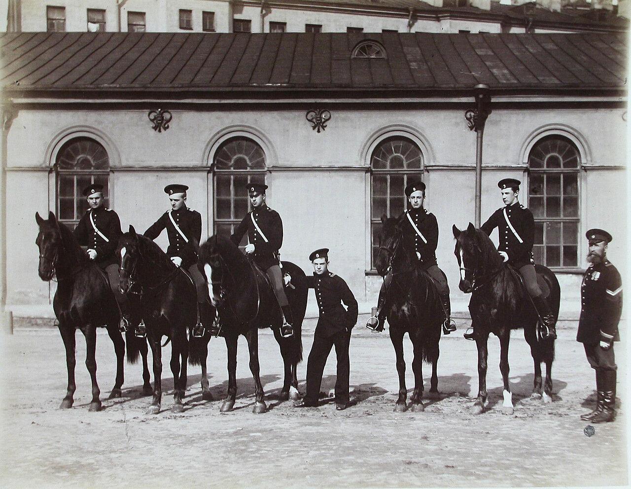 05. Группа пажей - воспитанников корпуса - во время занятий верховой ездой