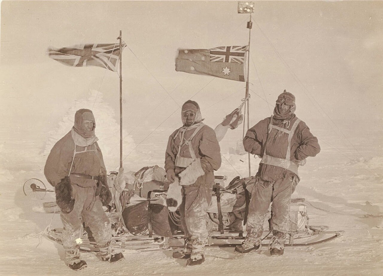 Возле саней на плато. 1911-1914