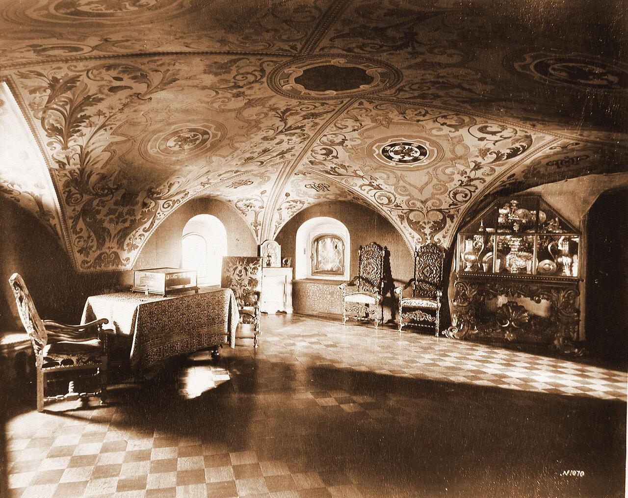 Интерьер Крестовой палаты в Романовском дворце.