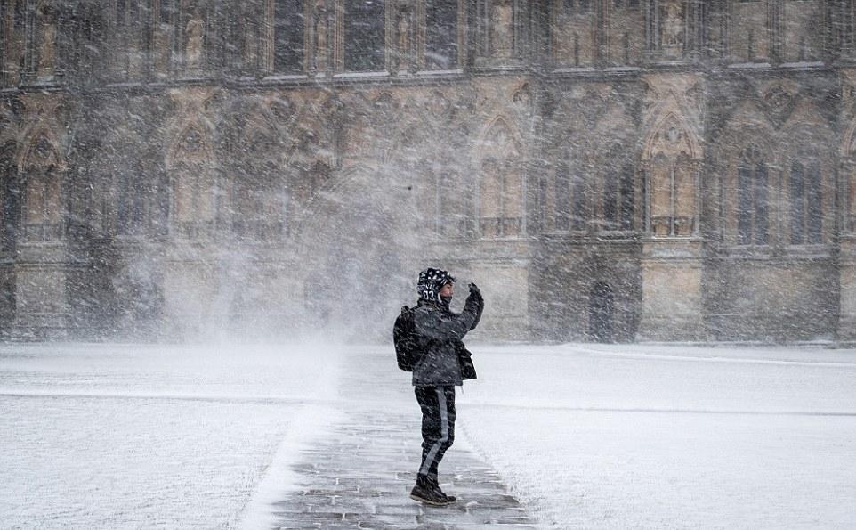 Великобритания готовится к наводнениям, метелям и гололеду