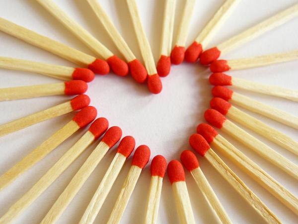 Международный день спички. Сердце из спичек открытки фото рисунки картинки поздравления