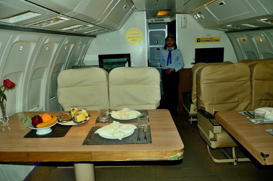 Внутри самолёта