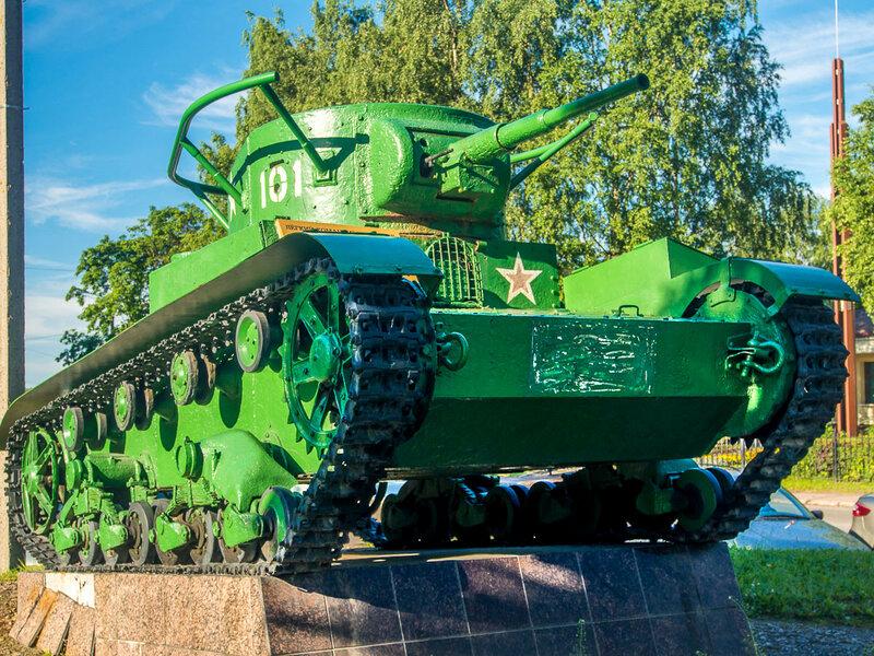 Выборг. Лёгкий командирский танк Т-26.