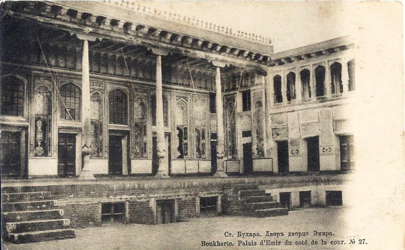 Двор дворца Эмира
