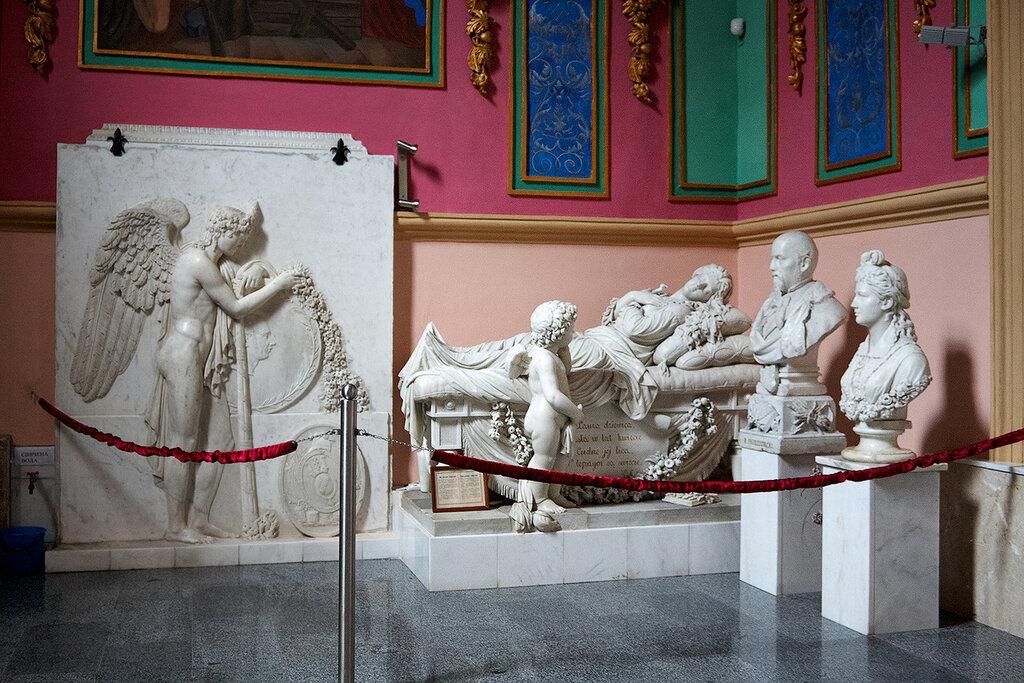 Надгробный памятник для родителей лауры пшездецкой купить памятник в красноярске железный