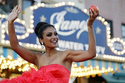 «Мисс Америка» заступилась за подростка пригласившего ее на школьный выпускной
