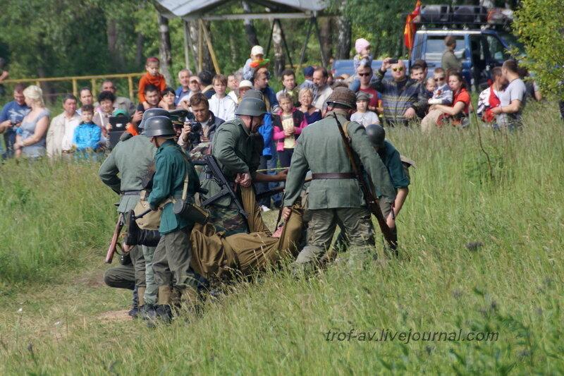 Немцы стаскивают убитых советских пограничников. 22 июня, реконструкция начала ВОВ в Кубинке