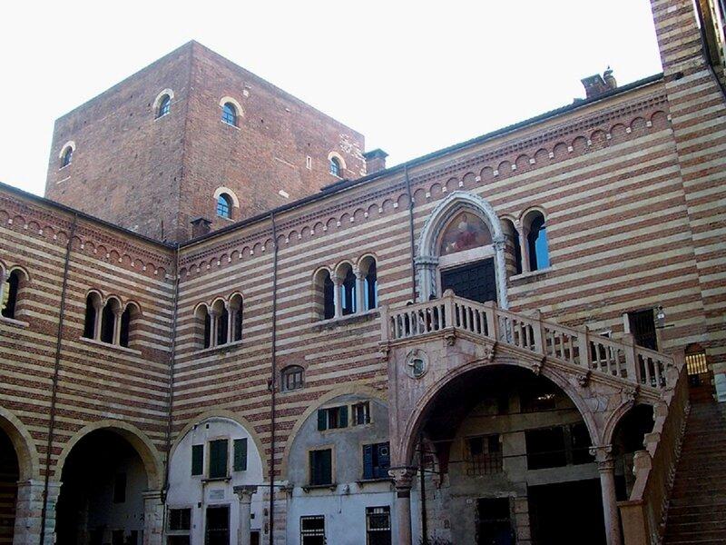 Дворец общин или Дворец правосудия в Вероне.