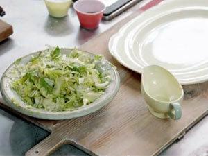 К пасте такой салат!