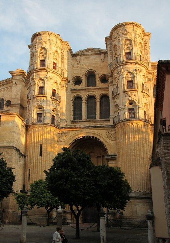 Малага. Кафедральный собор. Северный фасад, Цепные ворота (Puerta de las Cadenas)