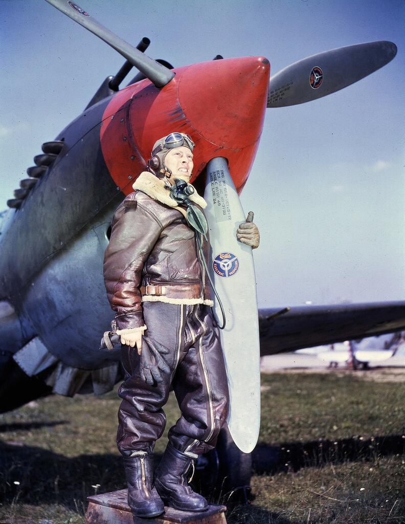 Пилот Р-40 в полной экипировке, 1941
