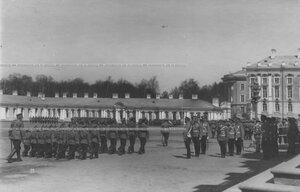 Церемониальный марш   школы солдатских детей на параде полка.