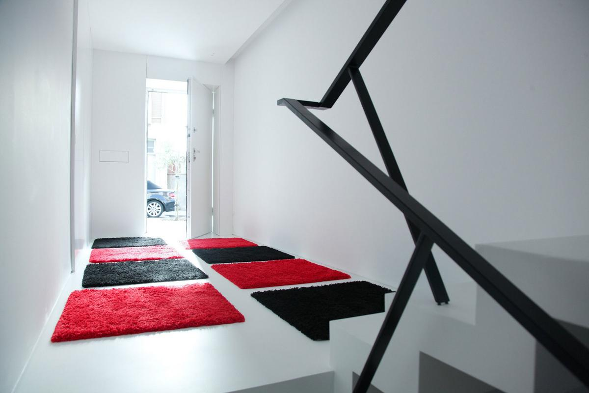 Pedro Brito, частный дом в Эспиньо, особняк в Португалии, черно-белый фасад дома, минимализм в частном доме фото, функциональный интерьер, схема дома
