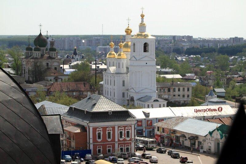 Вид с колокольни на Соборную площадь, Благовещенскую церковь и Спасо-Преображенский монастырь