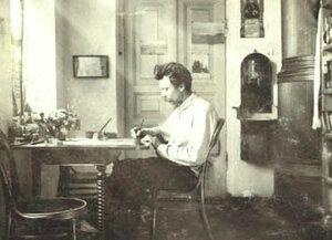 Г.Н.Яковлев в своем кабинете в музее. 1910 год..
