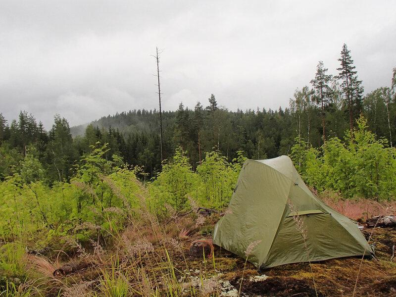 наша палатка на вырубке над озером Pieni-Koantaus