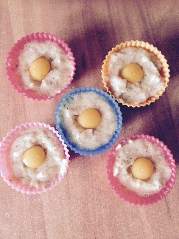 Куриные котлетки с перепелиный яйцом