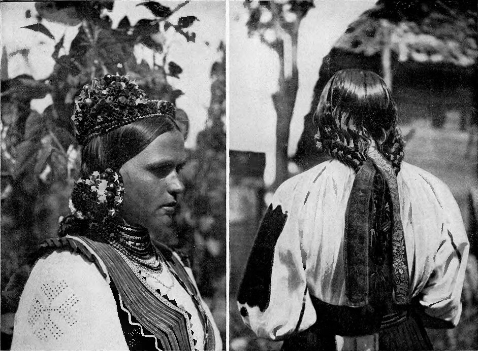 Подкарпатская Русь. а) Ива. головной убор невесты; б) Кошелево - девичья прическа.  1925