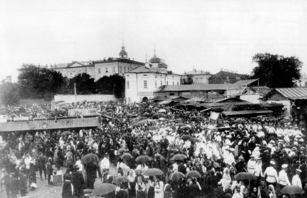 Крестный ход на Мытной площади. 1900