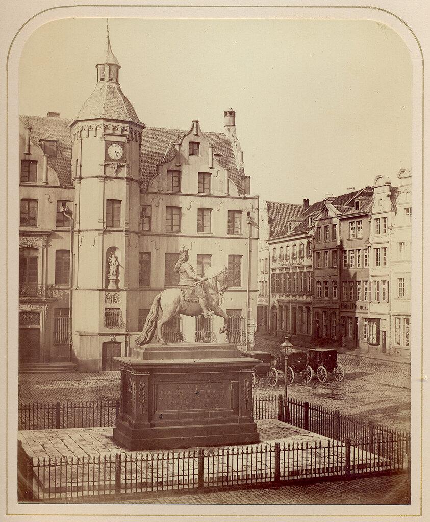 Дюссельдорф.  Конная статуя Яна Веллема на рыночной площади. 1860