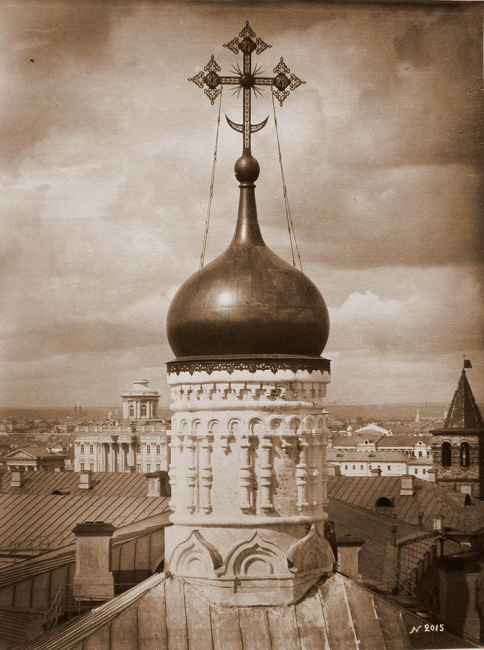 Вид купола и барабана церкви Рождества Богородицы в Кремле