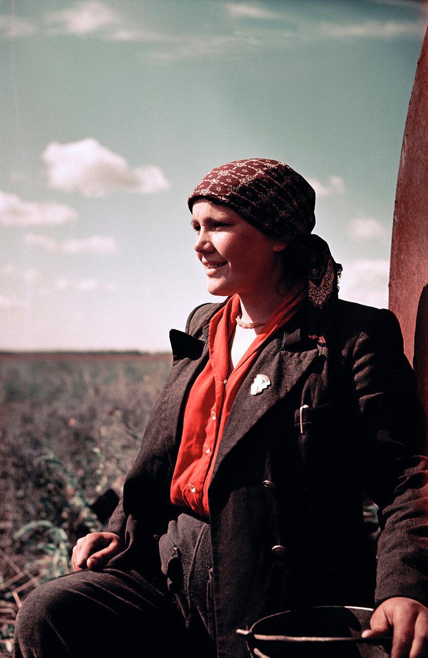 С первых дней создания целинного колхоза работает Зоя Левашова, бывшая москвичка. Кустанайская область