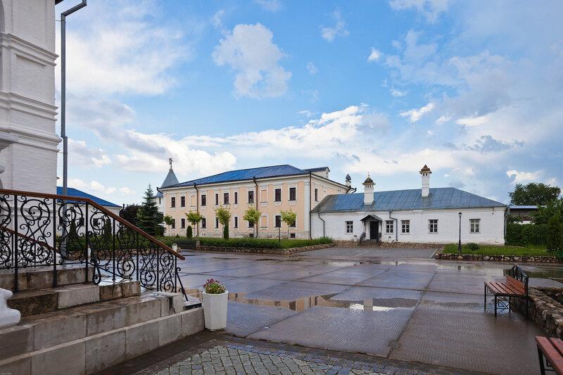 Высоцкий Серпуховской мужской монастырь. Монастырский двор.