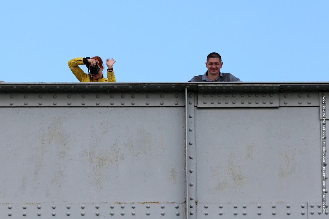 нас местные жители с железнодорожного моста фотографируют