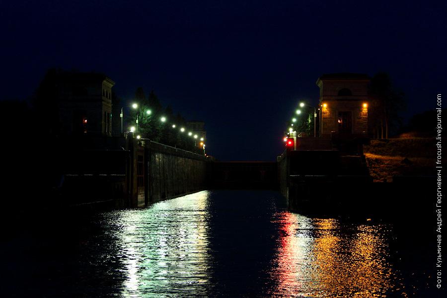 ночное фото шлюза №1 канала имени Москвы
