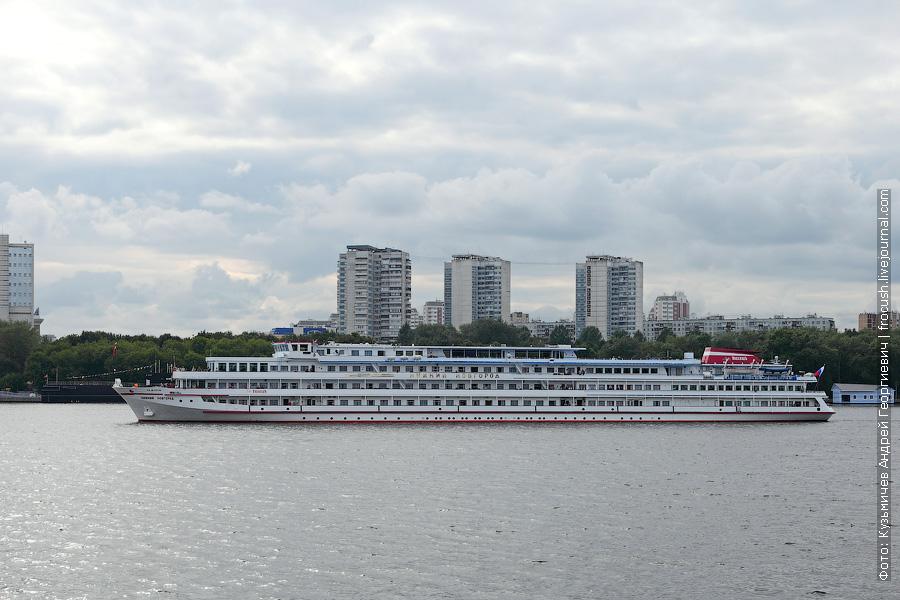 Теплоход «Нижний Новгород» + 2 фотографии
