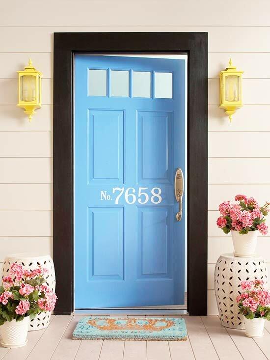 Входная дверь синего цвета