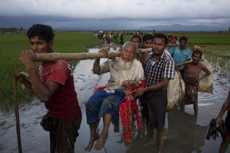 Мусульмане массово бегут из Мьянмы, стараясь спастись от насилия со стороны властей