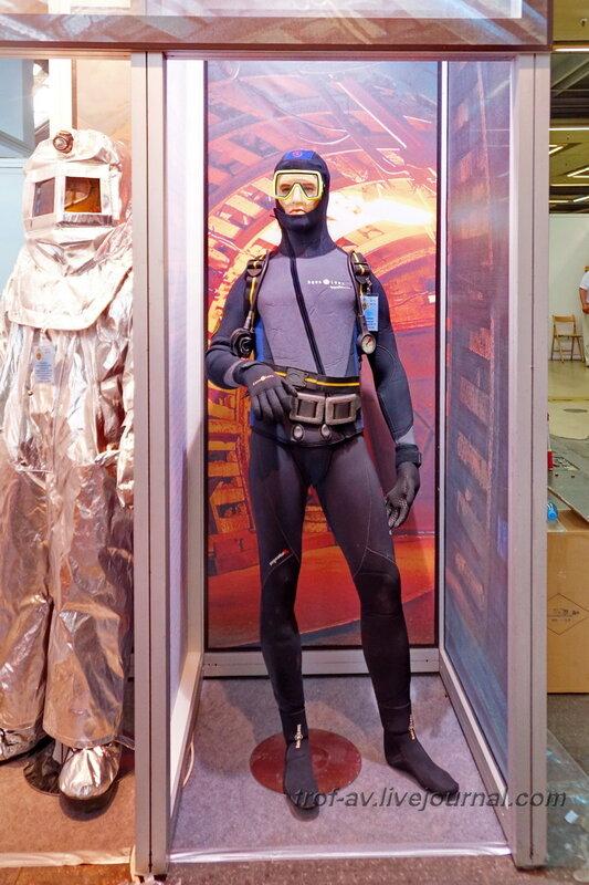 Гламурный водолаз. Выставка Комплексная безопасность 2014, Москва