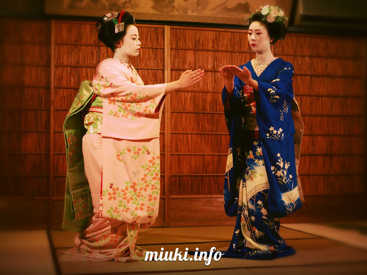 Кимоно для гейши и майко