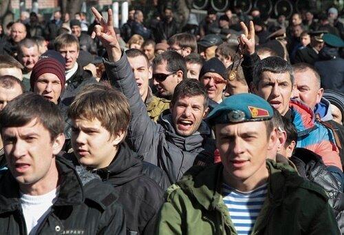 В Крым готовы ехать донские казаки и Сибирский добровольческий полк